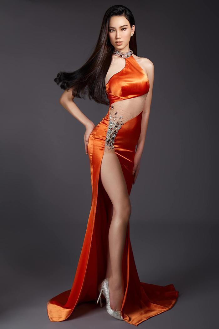 Ái Nhi đụng váy siêu phẩm với Tiểu Vy, Lương Thùy Linh: Ai xứng danh nữ thần? Ảnh 3
