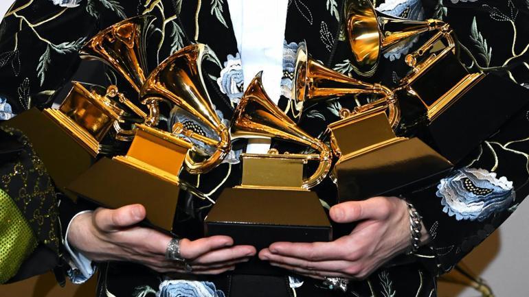 Ariana Grande và Lady Gaga bỗng dưng trở thành tội đồ sau khi giành giải Grammy Ảnh 1