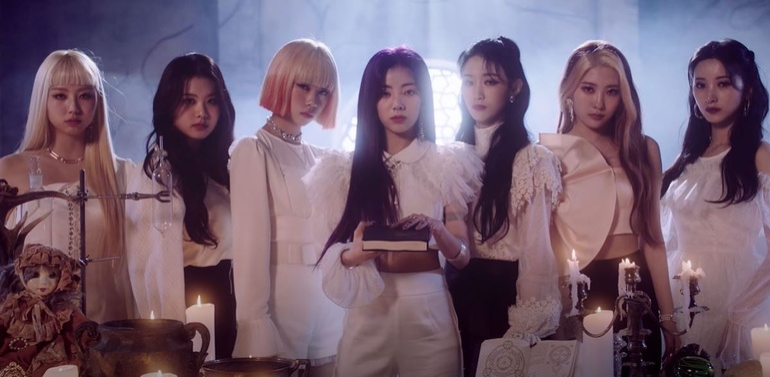 Purple Kiss – Nhóm nhạc em gái MAMAMOO chính thức chào sân Kpop với MV mang tựa đề lạ Ảnh 1