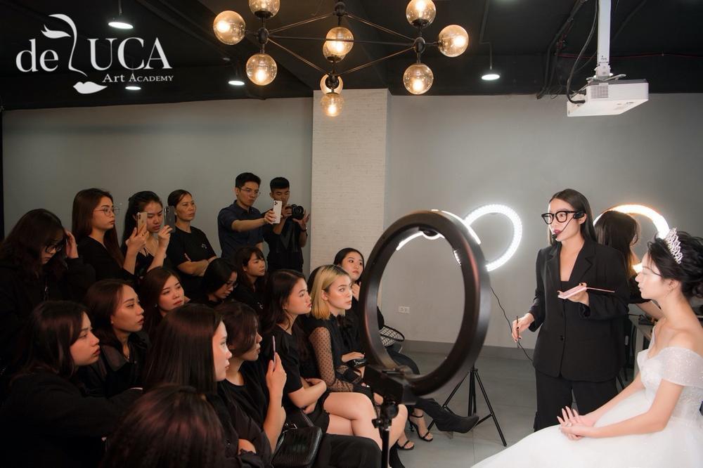 Chuyên gia trang điểm Tâm Tâm: 'Makeup ví như hội hoạ, là 'cuộc chơi' với màu sắc' Ảnh 3