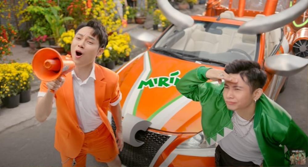 Chuyện ngược đời: Trúc Nhân lần đầu tiên trổ tài rap, Ricky khoe giọng ấn tượng trong MV Tết collab của cả 2 Ảnh 2