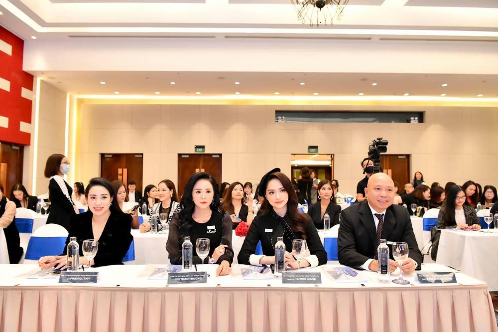Nữ doanh nhân Phạm Quỳnh xuất hiện cùng Hoa Hậu Hương Giang Ảnh 1