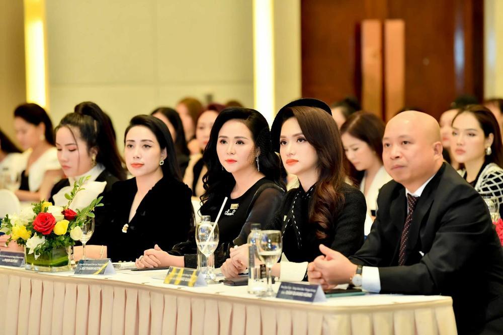 Nữ doanh nhân Phạm Quỳnh xuất hiện cùng Hoa Hậu Hương Giang Ảnh 4
