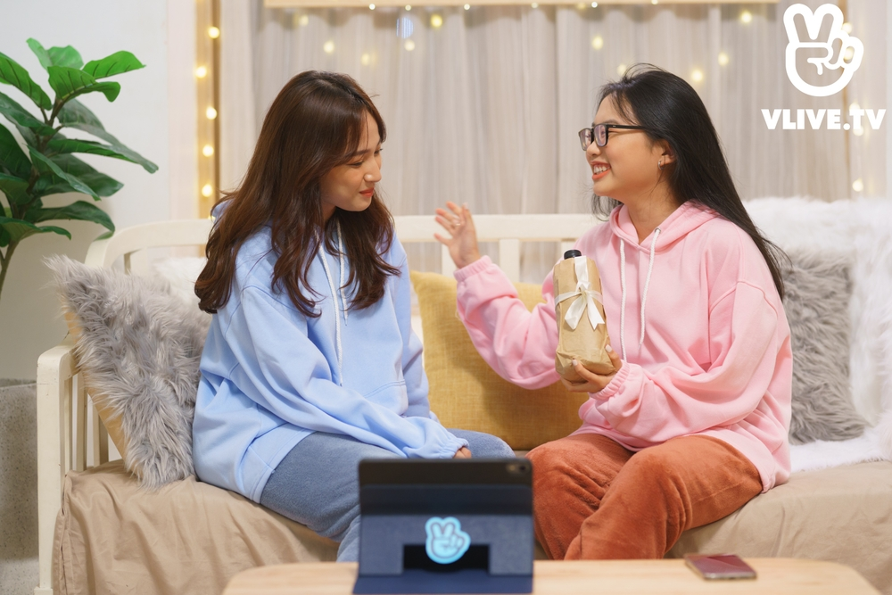 'Chill Baby Chill' tập 2: Phương Mỹ Chi 'hi sinh' mái tóc bết để làm nổi bật chủ nhà Cara Ảnh 1
