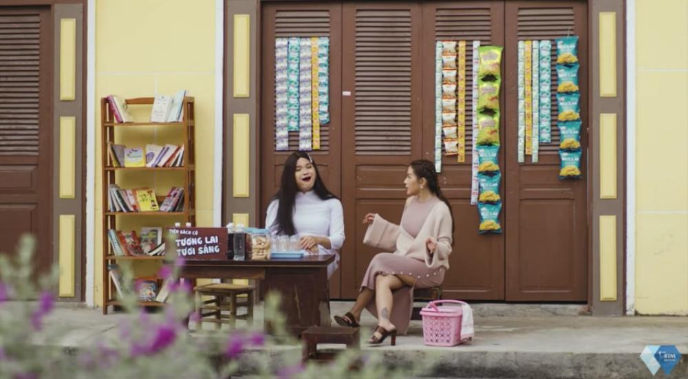 Khả Như dẹp tiệm nail, 'rap battle' cùng chị Ca Nô gây rối loạn phố phường Ảnh 1