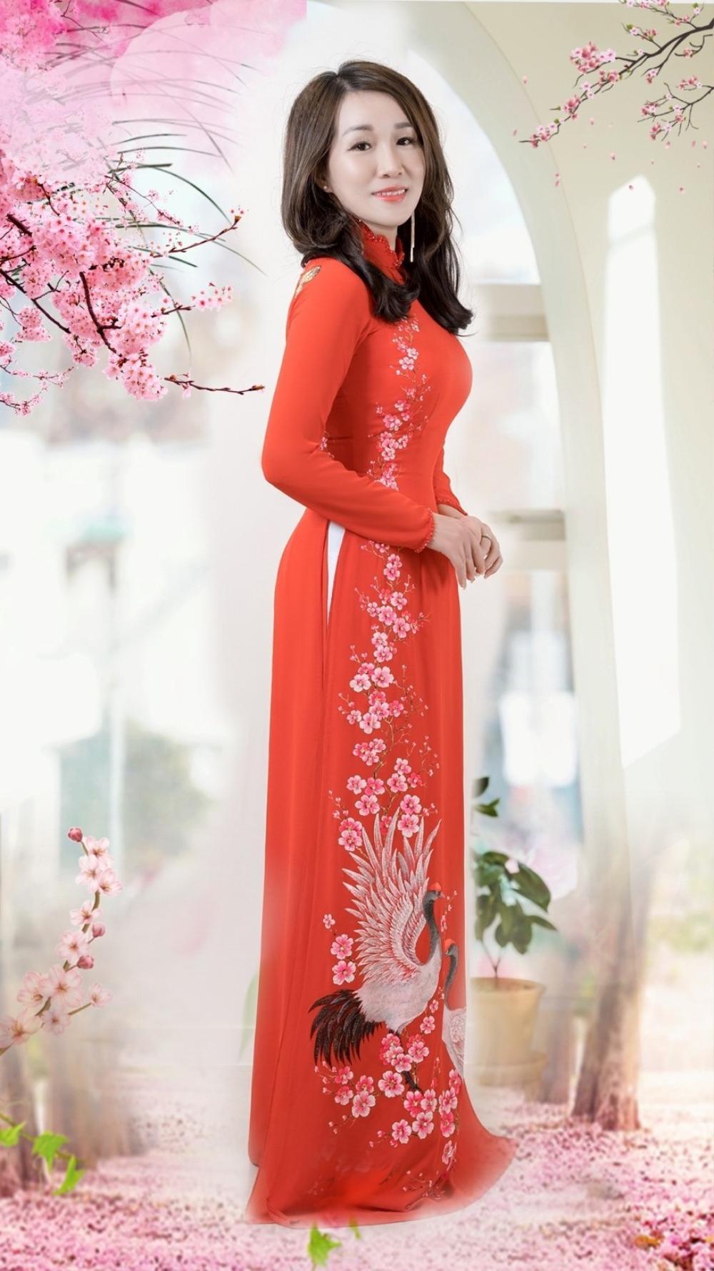Á hậu Doanh nhân Lee YuJin thả dáng eo thon trong tà áo dài truyền thống đón xuân Tân Sửu 2021 Ảnh 1