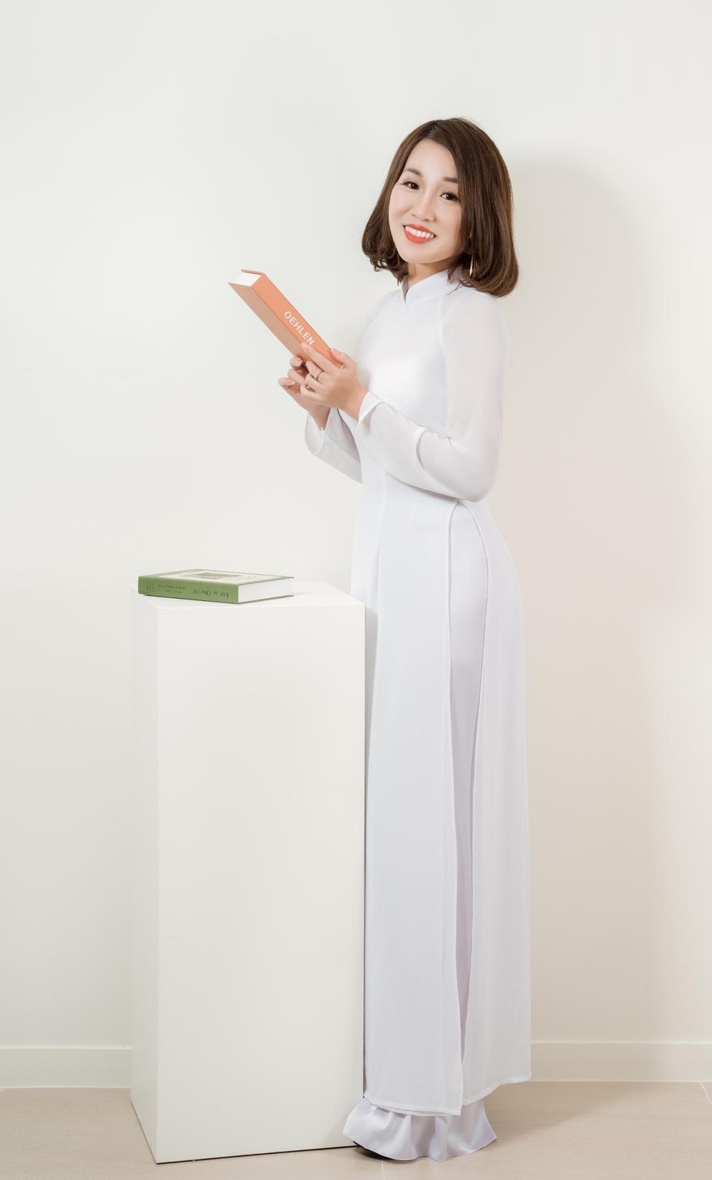 Á hậu Doanh nhân Lee YuJin thả dáng eo thon trong tà áo dài truyền thống đón xuân Tân Sửu 2021 Ảnh 2