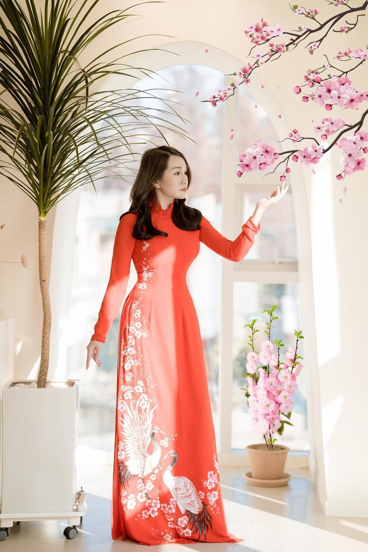 Á hậu Doanh nhân Lee YuJin thả dáng eo thon trong tà áo dài truyền thống đón xuân Tân Sửu 2021 Ảnh 3