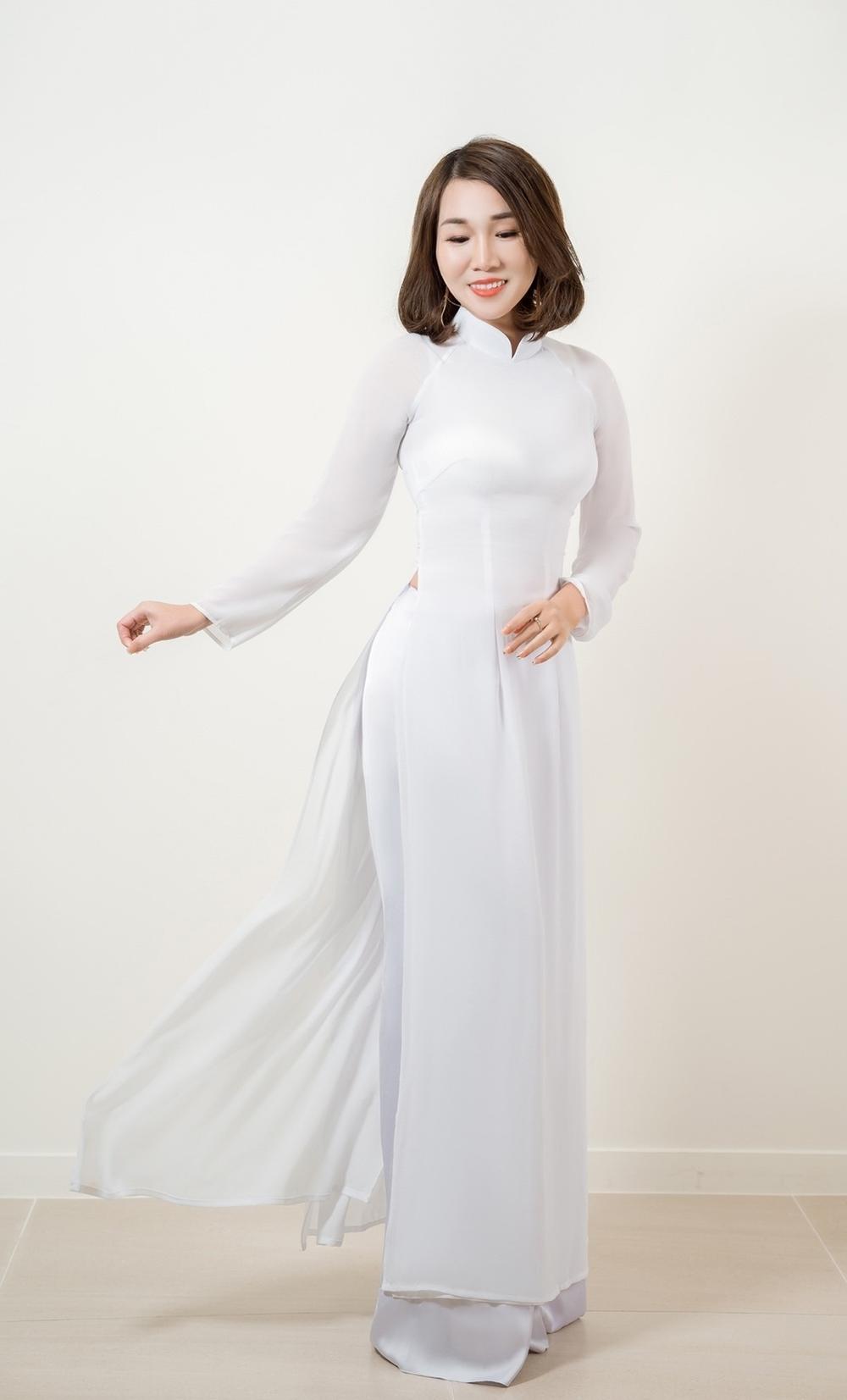 Á hậu Doanh nhân Lee YuJin thả dáng eo thon trong tà áo dài truyền thống đón xuân Tân Sửu 2021 Ảnh 4