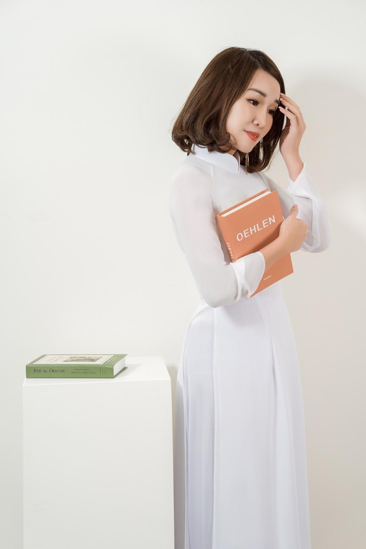 Á hậu Doanh nhân Lee YuJin thả dáng eo thon trong tà áo dài truyền thống đón xuân Tân Sửu 2021 Ảnh 5