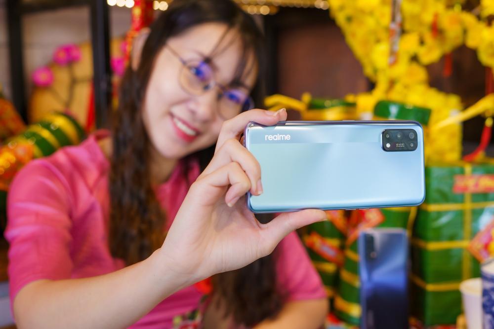 Tết Tân Sửu, Realme gợi ý những món quà ý nghĩa cho bố mẹ, cả nhà cùng vui. Ảnh 1