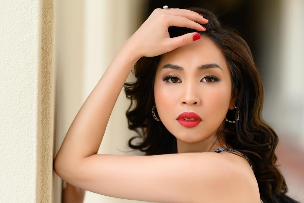 Hoa hậu Nguyễn Ngọc Quỳnh quyến rũ nhưng không kém phần thanh lịch trong bộ ảnh thời trang mùa đông Ảnh 1