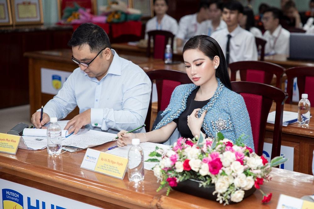 Doanh nhân Võ Thị Ngọc Huyền đảm nhận vai trò giám khảo cuộc thi HUTECH Startup Wings 2021 Ảnh 8