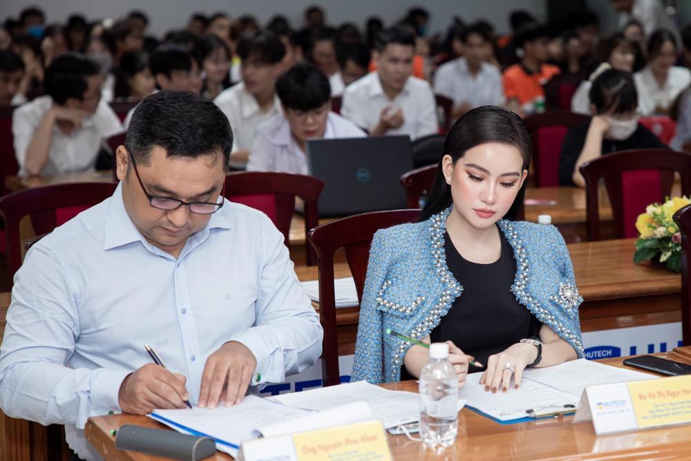 Doanh nhân Võ Thị Ngọc Huyền đảm nhận vai trò giám khảo cuộc thi HUTECH Startup Wings 2021 Ảnh 3