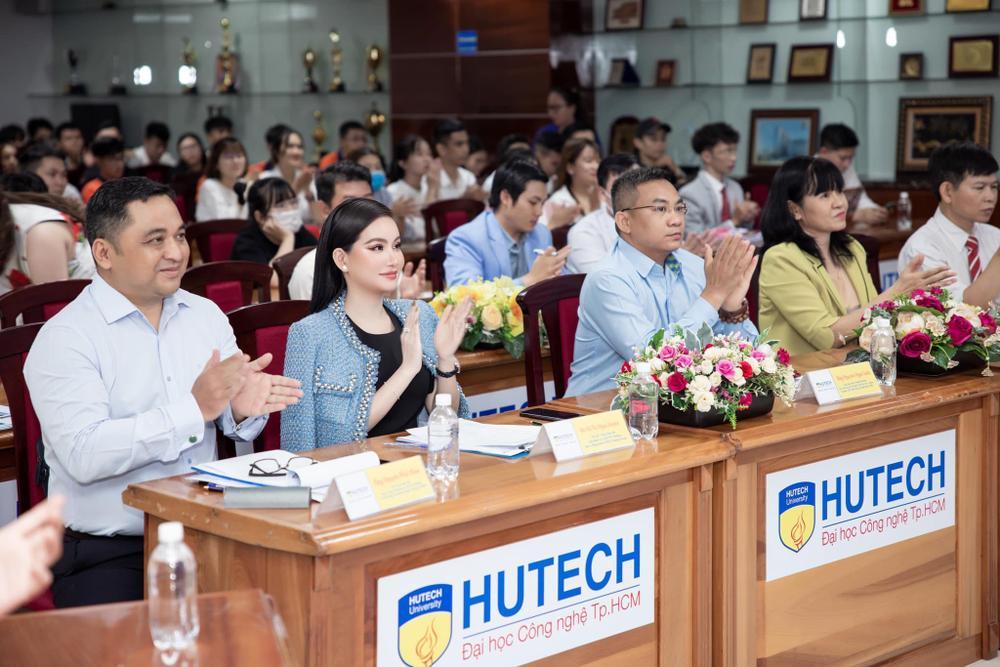Doanh nhân Võ Thị Ngọc Huyền đảm nhận vai trò giám khảo cuộc thi HUTECH Startup Wings 2021 Ảnh 4