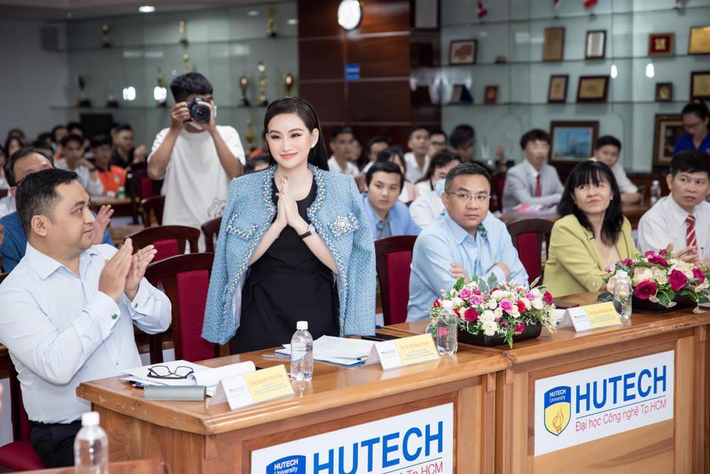 Doanh nhân Võ Thị Ngọc Huyền đảm nhận vai trò giám khảo cuộc thi HUTECH Startup Wings 2021 Ảnh 1