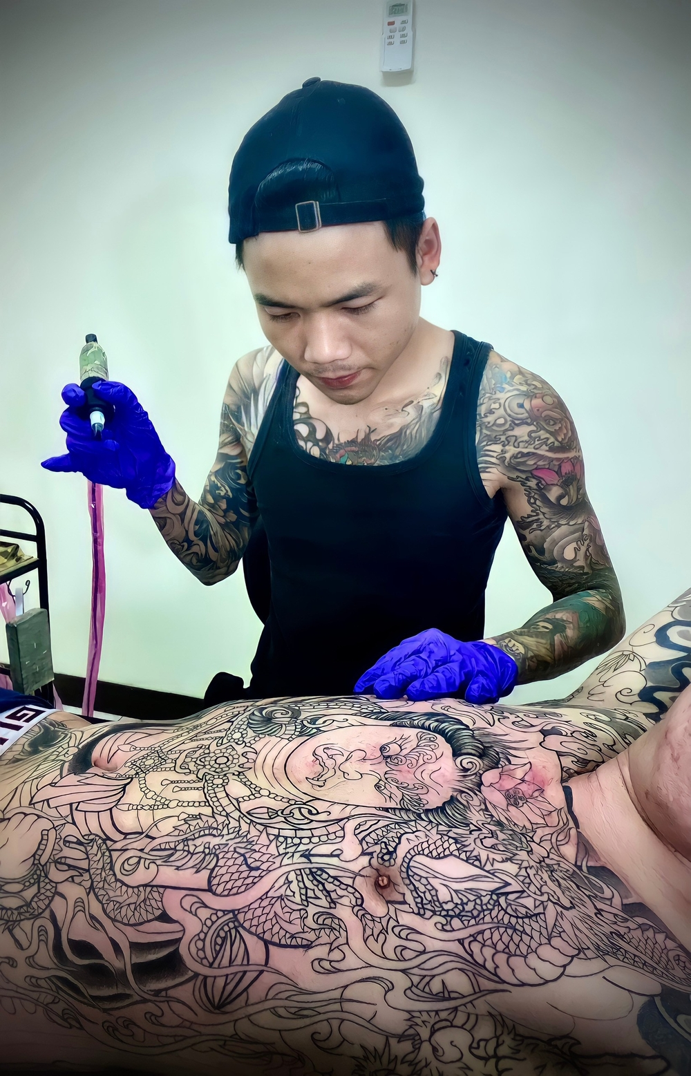 Quang Hải Tattoo – người 'thổi hồn' vào mỗi hình xăm rắc cát Ảnh 4