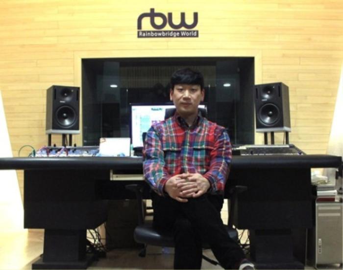 Không chỉ được mời tham dự Seoul Fashion Week, Tóc Tiên còn gặp gỡ producer hàng đầu Hàn Quốc