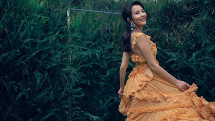 Primmy Trương và minh chứng điện thoại đôi mới là item hot mùa Giáng sinh