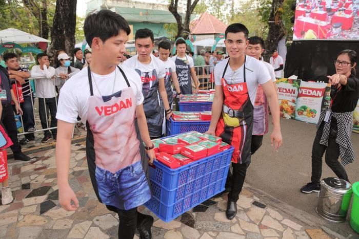 Bùng cháy trong đêm nhạc sôi động cùng Issac, Hạnh Sino tại sự kiện ẩm thực