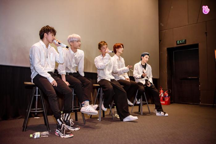 Uni5 rơi nước mắt khi gặp fan Hà Nội, hứa đi cùng nhau thêm 10, 20 năm Ảnh 6