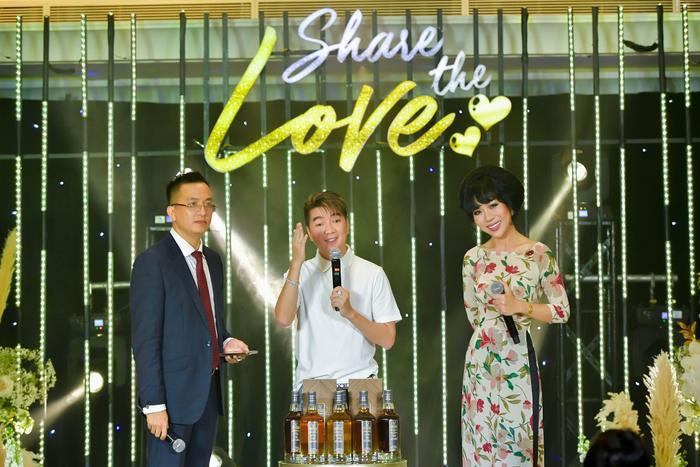 Minh Tuyết, Đàm Vĩnh Hưng kết đôi tình tứ, cùng các doanh nhân ủng hộ hơn 3 tỷ đồng cho miền Trung chống lũ Ảnh 2