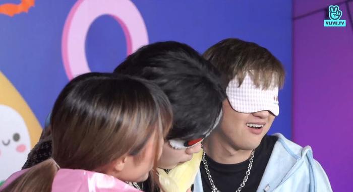 Hết hơi hát hit: Thanh Duy khiến MisThy và Di Di xanh mặt khi hát 'Chúc bé ngủ ngon' phiên bản... kinh dị Ảnh 10