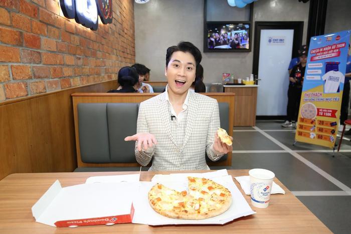 Sau chung kết Rap Việt, Karik trở thành 'Hoàng tử pizza' khuấy động buổi khai trương cửa hàng thứ 50 - Domino's Phạm Hồng Thái Ảnh 4