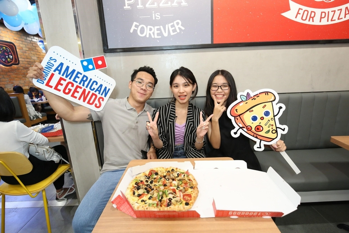 Sau chung kết Rap Việt, Karik trở thành 'Hoàng tử pizza' khuấy động buổi khai trương cửa hàng thứ 50 - Domino's Phạm Hồng Thái Ảnh 7