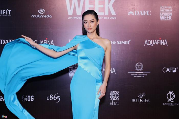 Hoa hậu Tiểu Vy và dàn mỹ nhân đọ vẻ gợi cảm trên thảm đỏ Ảnh 10