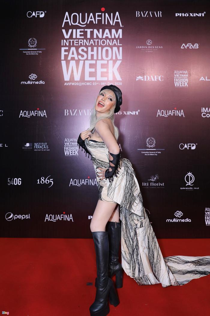 Hoa hậu Tiểu Vy và dàn mỹ nhân đọ vẻ gợi cảm trên thảm đỏ Ảnh 12