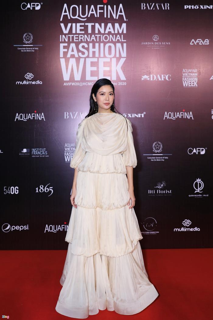 Hoa hậu Tiểu Vy và dàn mỹ nhân đọ vẻ gợi cảm trên thảm đỏ Ảnh 14