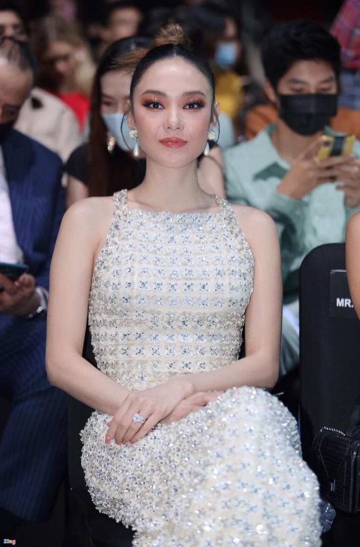Hoa hậu Tiểu Vy và dàn mỹ nhân đọ vẻ gợi cảm trên thảm đỏ Ảnh 15