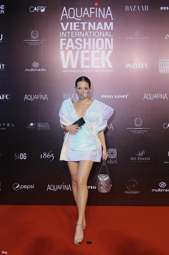 Hoa hậu Tiểu Vy và dàn mỹ nhân đọ vẻ gợi cảm trên thảm đỏ Ảnh 7