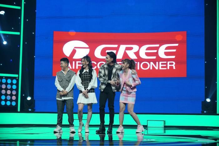 'Vợ chồng son' Võ Đăng Khoa và Khả Như phát 'cẩu lương' tới tấp trên sóng truyền hình Ảnh 4