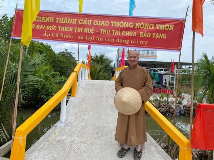 Đại đức Thích Trí Huệ xây dựng cầu đường cho nông dân nghèo Ảnh 1