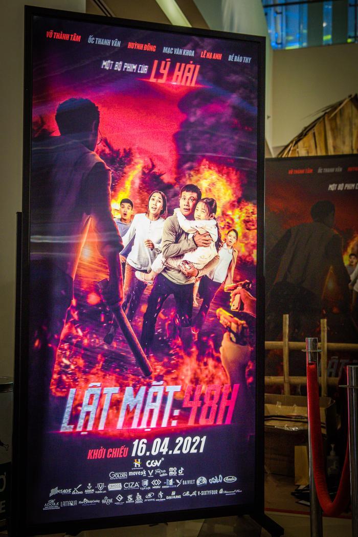 Poster tranh 3D giúp 'Lật mặt: 48H' của Lý Hải thắng lớn về doanh thu ra sao? Ảnh 2