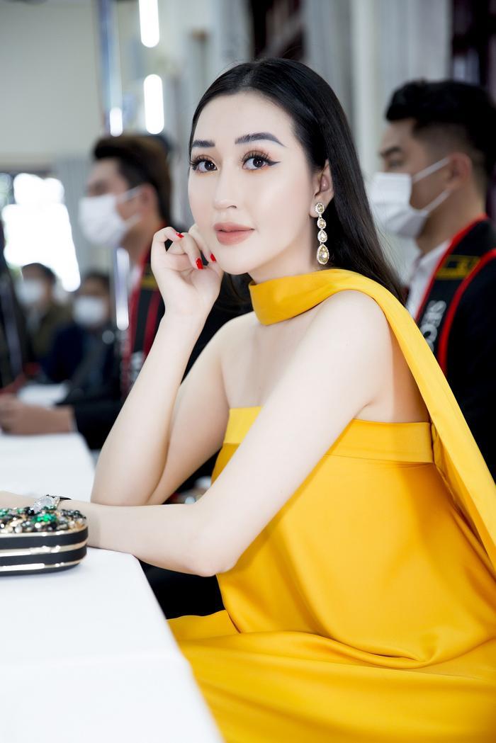 Hoa hậu Huỳnh Thuý Anh đẹp tỏa sáng tại họp báo Miss Earth Việt Nam 2021 Ảnh 7