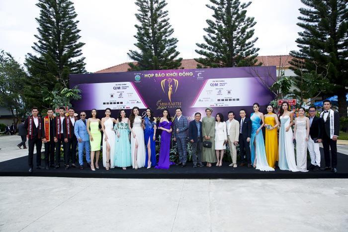 Hoa hậu Huỳnh Thuý Anh đẹp tỏa sáng tại họp báo Miss Earth Việt Nam 2021 Ảnh 8