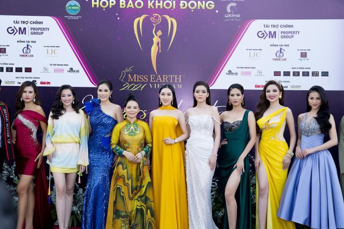 Hoa hậu Huỳnh Thuý Anh đẹp tỏa sáng tại họp báo Miss Earth Việt Nam 2021 Ảnh 10