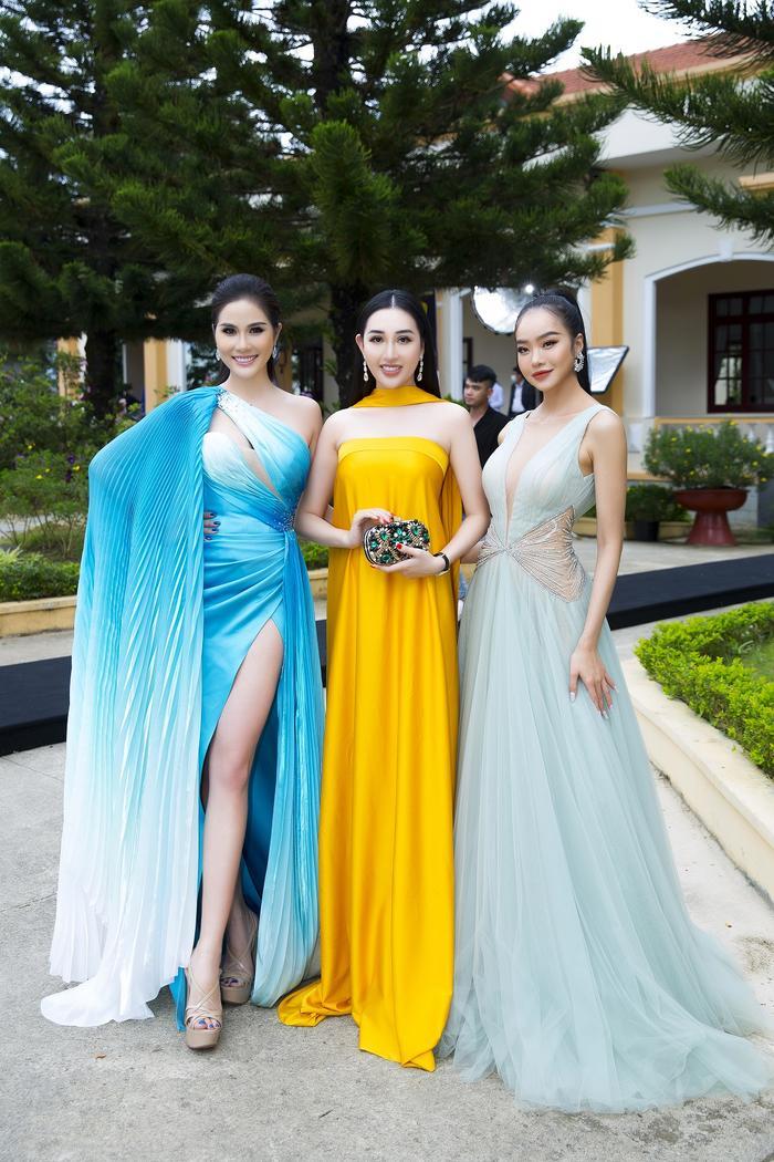 Hoa hậu Huỳnh Thuý Anh đẹp tỏa sáng tại họp báo Miss Earth Việt Nam 2021 Ảnh 5