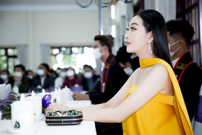 Hoa hậu Huỳnh Thuý Anh đẹp tỏa sáng tại họp báo Miss Earth Việt Nam 2021 Ảnh 6