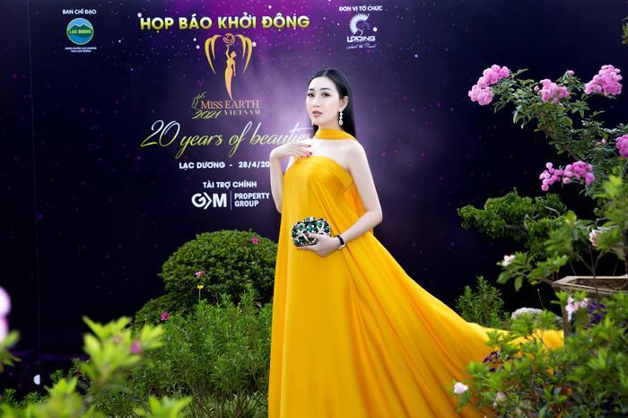 Hoa hậu Huỳnh Thuý Anh đẹp tỏa sáng tại họp báo Miss Earth Việt Nam 2021 Ảnh 2