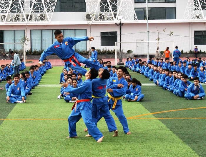 Có một trường ĐH, mỗi lần tổ chức sự kiện là hơn 50 CLB tham gia, mời được cả Sơn Tùng M-TP Ảnh 5